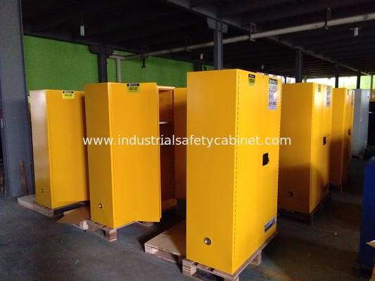 China Vertical Corrosive Chemical Storage Cabinets 60 Gallon For Flammable Materials factory